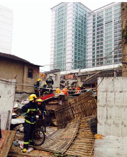 上海虹口一居民楼清晨坍塌 已致2人死亡